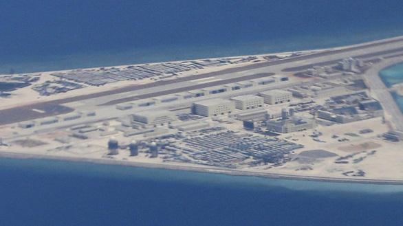Đô đốc Mỹ tố Trung Quốc xây đến 7 căn cứ quân sự ở Biển Đông - Ảnh 1.
