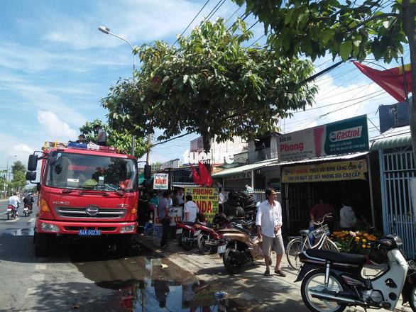 Tiệm sửa xe khóa kín cửa cháy rụi ngày mùng 3 tết - Ảnh 1.