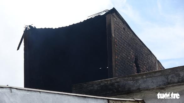Tiệm sửa xe khóa kín cửa cháy rụi ngày mùng 3 tết - Ảnh 3.