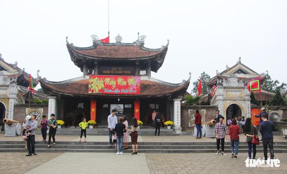 Dừng phát thẻ ấn đền thờ Quang Trung vào mùng 5 tết - Ảnh 1.
