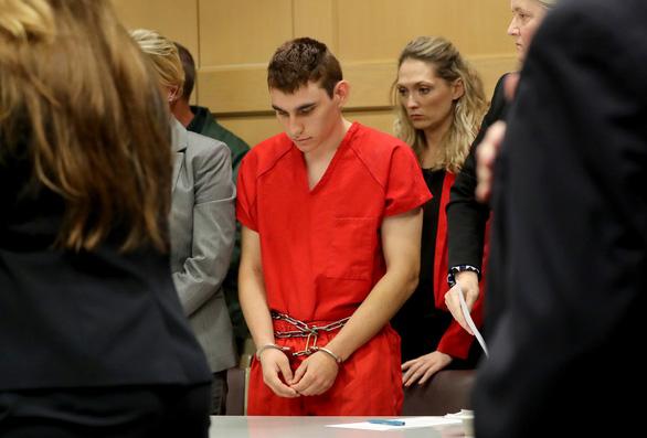 Kẻ xả súng tại trường học Florida ra tòa - Ảnh 1.