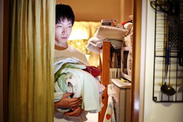 Cuộc sống người Nhật trong phòng kín qua ống kính nhiếp ảnh gia Việt - Ảnh 1.