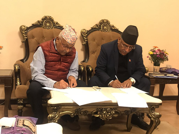 Hai đảng Cộng sản ở Nepal liên kết thành siêu đảng để cầm quyền - Ảnh 1.