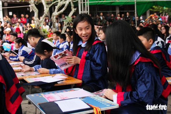 500 học sinh giỏi đất cảng 'khai bút' đầu xuân - Ảnh 3.