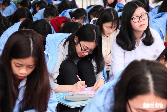 500 học sinh giỏi đất cảng 'khai bút' đầu xuân - Ảnh 5.