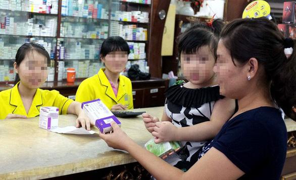 Mua thuốc cho con, cha mẹ phải khai cả số CMND - Ảnh 1.