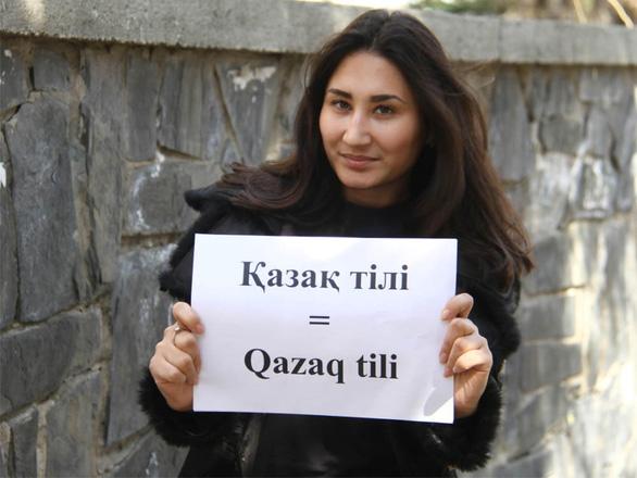 Kazakhstan phải sửa bảng cải tiến chữ viết vì bị dân phản ứng - Ảnh 1.