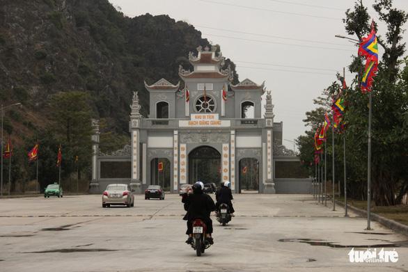 Bạch Đằng Giang hút khách vì không: thu phí, rác, kinh doanh - Ảnh 1.