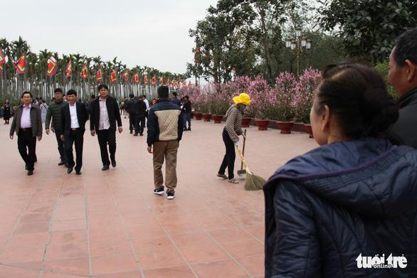 Bạch Đằng Giang hút khách vì không: thu phí, rác, kinh doanh - Ảnh 4.