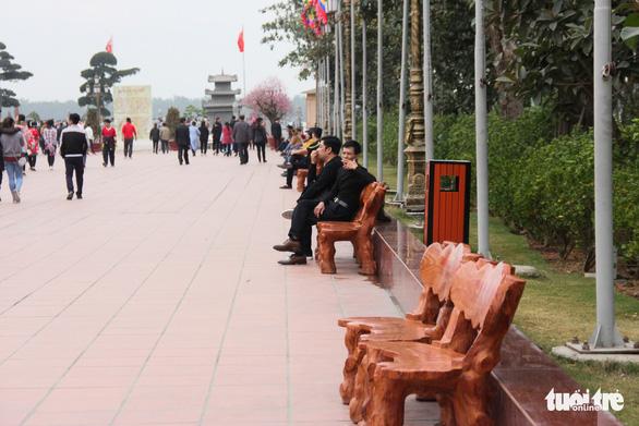 Bạch Đằng Giang hút khách vì không: thu phí, rác, kinh doanh - Ảnh 8.