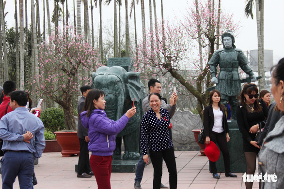 Bạch Đằng Giang hút khách vì không: thu phí, rác, kinh doanh - Ảnh 3.