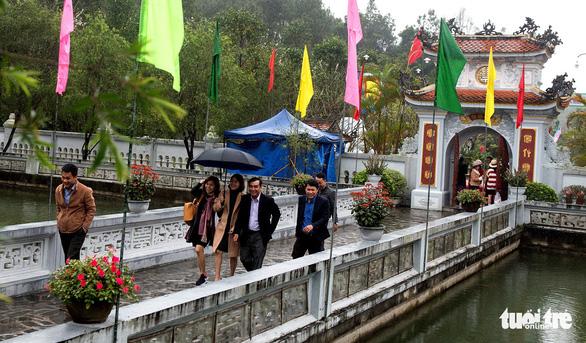 Lễ hội đền Huyền Trân ở Huế: Ngưỡng vọng tiền nhân - Ảnh 2.