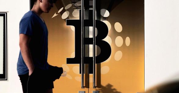 Bitcoin rớt giá xuống dưới 8.000 USD sau khi Google cấm quảng cáo tiền điện tử - Ảnh 1.