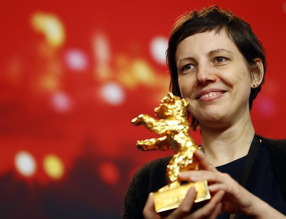 Bộ phim giàu tính dục của Romania thắng giải Gấu vàng tại Berlin - Ảnh 1.