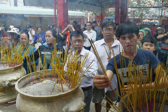 Lễ hội chùa Ông, chùa Bà không đốt vàng mã, không rải tiền lẻ - Ảnh 5.