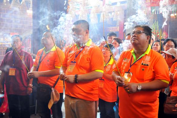 Lễ hội chùa Ông, chùa Bà không đốt vàng mã, không rải tiền lẻ - Ảnh 2.