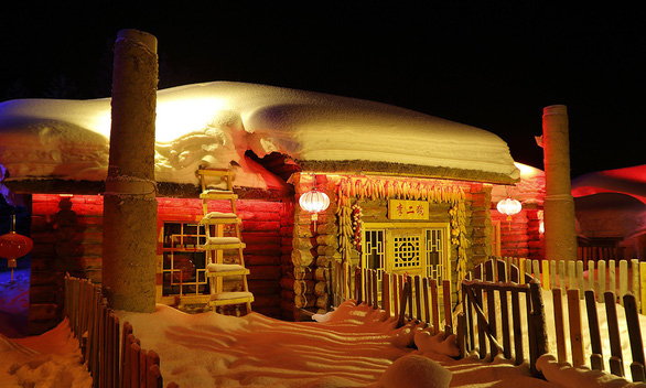 Ngôi làng tuyết trắng đẹp như trong cổ tích ở Cáp Nhĩ Tân - Ảnh 2.
