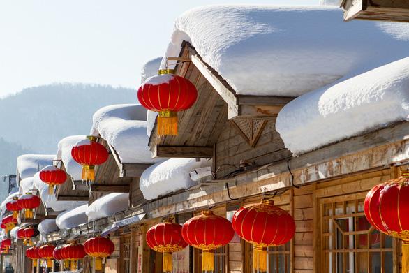 Ngôi làng tuyết trắng đẹp như trong cổ tích ở Cáp Nhĩ Tân - Ảnh 1.