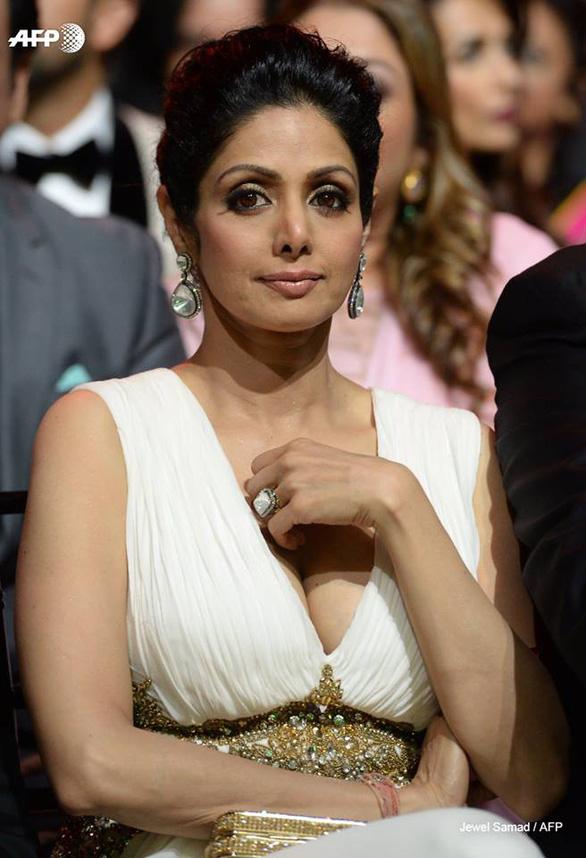 Nữ diễn viên vĩ đại của điện ảnh Ấn Độ đột tử tuổi 54 - Ảnh 4.