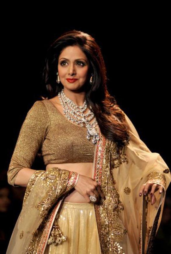 Nữ diễn viên vĩ đại của điện ảnh Ấn Độ đột tử tuổi 54 - Ảnh 2.