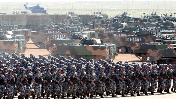 Quân đội Trung Quốc phô diễn sức mạnh để… xin thêm tiền - Ảnh 1.