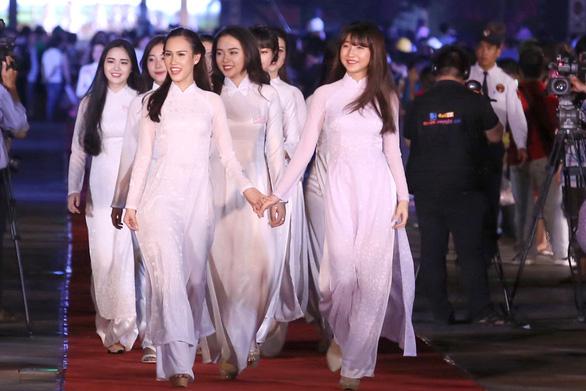 Lễ hội áo dài TP.HCM chọn Đỗ Mỹ Linh là đại diện - Ảnh 1.