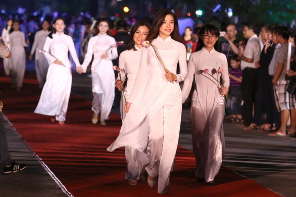Lễ hội áo dài TP.HCM chọn Đỗ Mỹ Linh là đại diện - Ảnh 6.