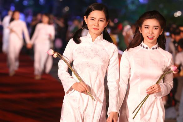 Lễ hội áo dài TP.HCM chọn Đỗ Mỹ Linh là đại diện - Ảnh 7.
