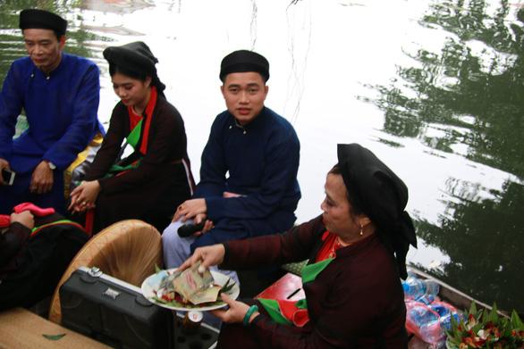 Bất chấp lệnh cấm, quan họ vẫn ngả nón xin tiền ở hội Lim - Ảnh 5.