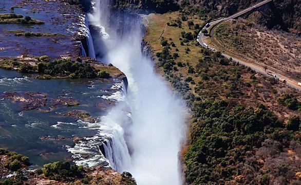 Leo lên trực thăng ngắm thác nước đẹp nhất thế giới - Ảnh 5.
