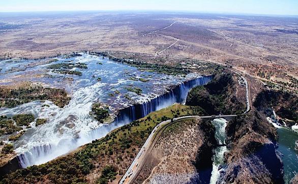 Leo lên trực thăng ngắm thác nước đẹp nhất thế giới - Ảnh 8.