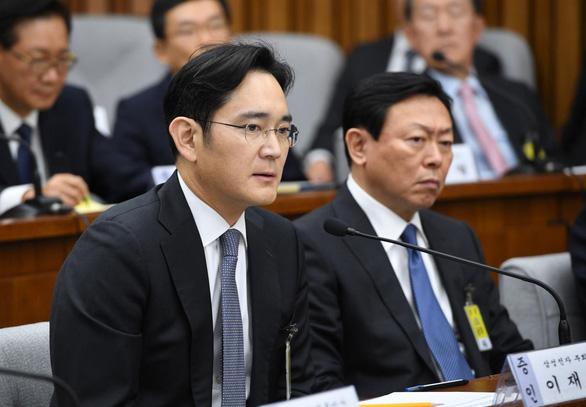 'Thái tử' Samsung chỉ bị phạt tù treo hơn 2 năm - Ảnh 1.