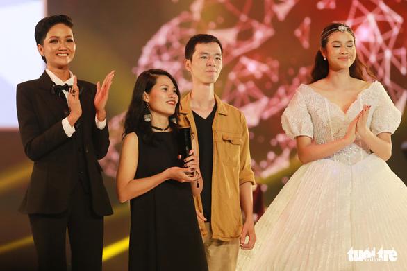 U23 Việt Nam bất ngờ nhận giải WeChoice 2017 - Ảnh 6.