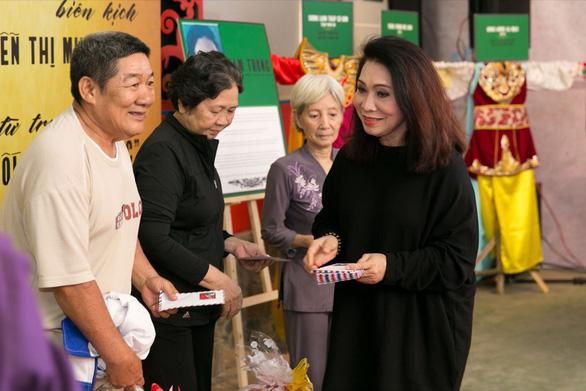 Đoàn phim Gạo chợ nước sông ra mắt ở Viện dưỡng lão nghệ sĩ - Ảnh 3.