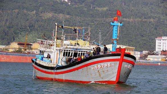 Ngư dân Quảng Ngãi cứu sống tay chơi thuyền buồm Mỹ gặp nạn - Ảnh 2.