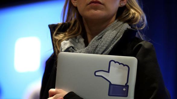 Không dễ mời đồng nghiệp ở Facebook, Alphabet đi ăn, xem phim - Ảnh 1.