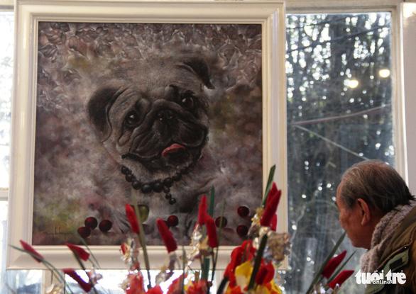 Dễ thương khi họa sĩ Huế vẽ tranh chó nhân năm Mậu Tuất - Ảnh 5.