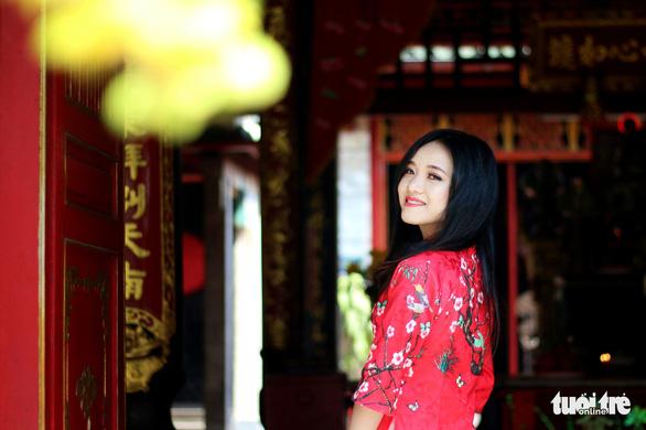 Thiếu nữ Sài Thành rạng rỡ du xuân với áo dài cổ điển - Ảnh 11.