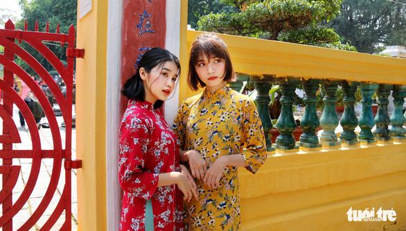 Thiếu nữ Sài Thành rạng rỡ du xuân với áo dài cổ điển - Ảnh 3.