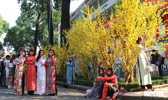 Thiếu nữ Sài Thành rạng rỡ du xuân với áo dài cổ điển - Ảnh 5.