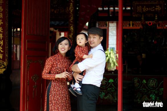 Thiếu nữ Sài Thành rạng rỡ du xuân với áo dài cổ điển - Ảnh 9.