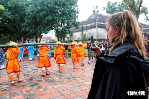 Thích thú với lễ dựng nêu đón Tết trong Hoàng cung Huế - Ảnh 3.