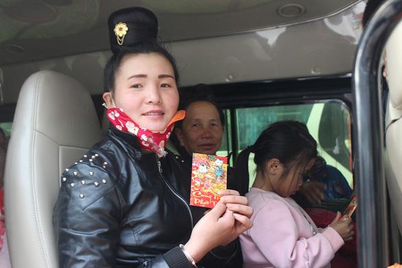 Chuyến xe yêu thương chở bệnh nhân ung thư về nhà ăn tết - Ảnh 5.