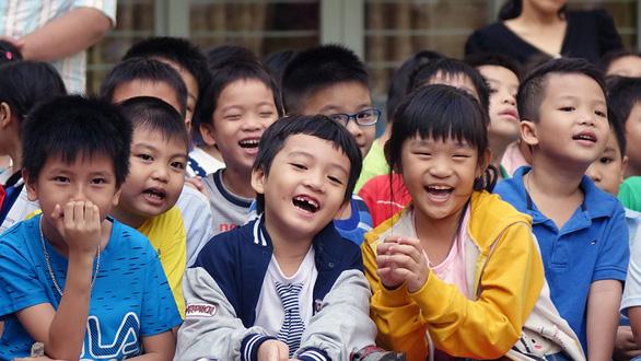 Học trò Sài Gòn gói bánh tét đón tết - Ảnh 8.