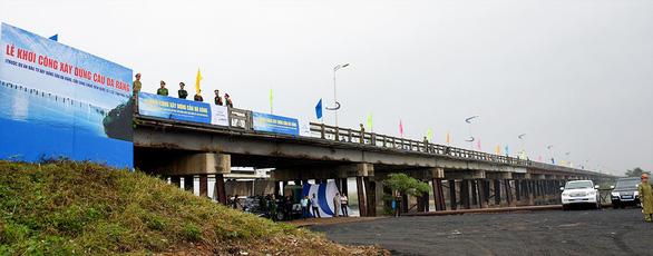 Thủ tướng nhấn nút khởi công cầu Đà Rằng mới - Ảnh 2.
