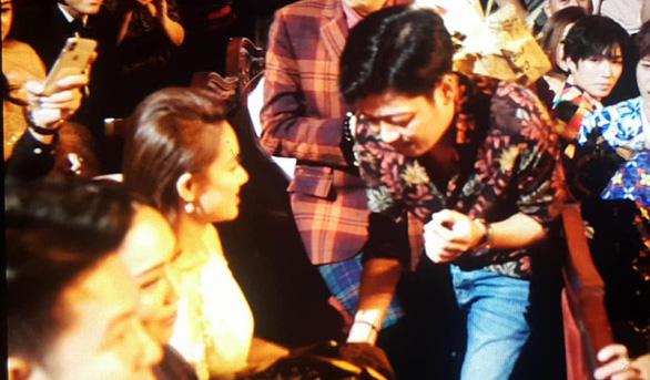 Clip Trường Giang bất ngờ cầu hôn Nhã Phương ở giải Mai Vàng - Ảnh 4.