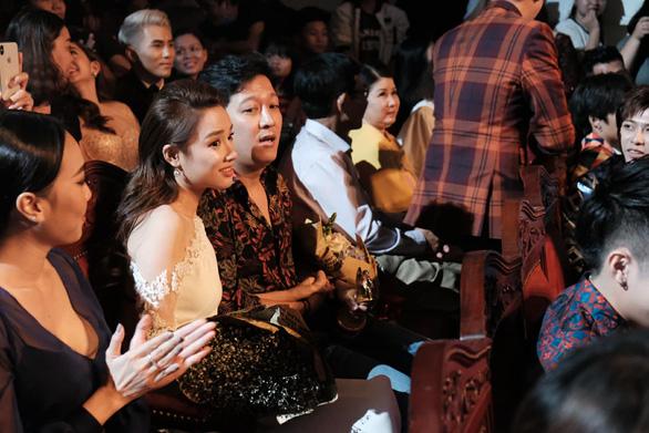 Clip Trường Giang bất ngờ cầu hôn Nhã Phương ở giải Mai Vàng - Ảnh 5.