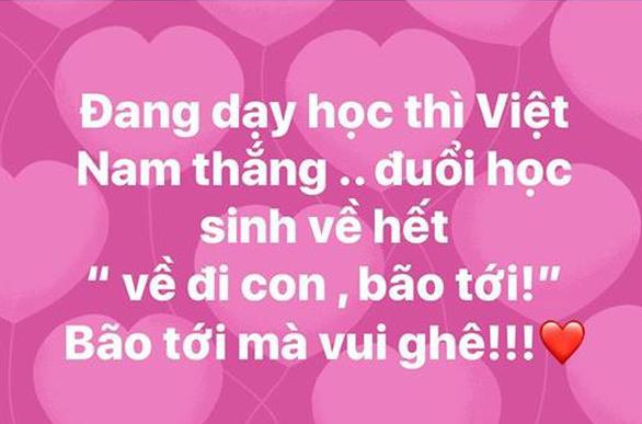 Mỹ Tâm, Đàm Vĩnh Hưng cầm cờ đi bão mừng chiến thắng U-23 VN - Ảnh 12.
