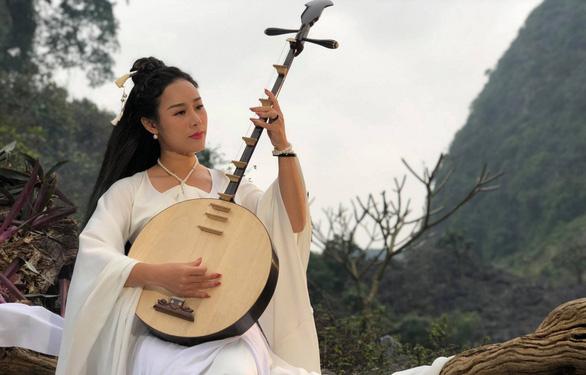 Ca sĩ Hoa Trần làm MV về tín ngưỡng thờ Mẫu Tam Phủ - Ảnh 1.