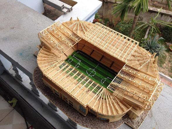 Mù bóng đá vẫn làm mô hình sân vận động tuyệt đẹp - Ảnh 3.